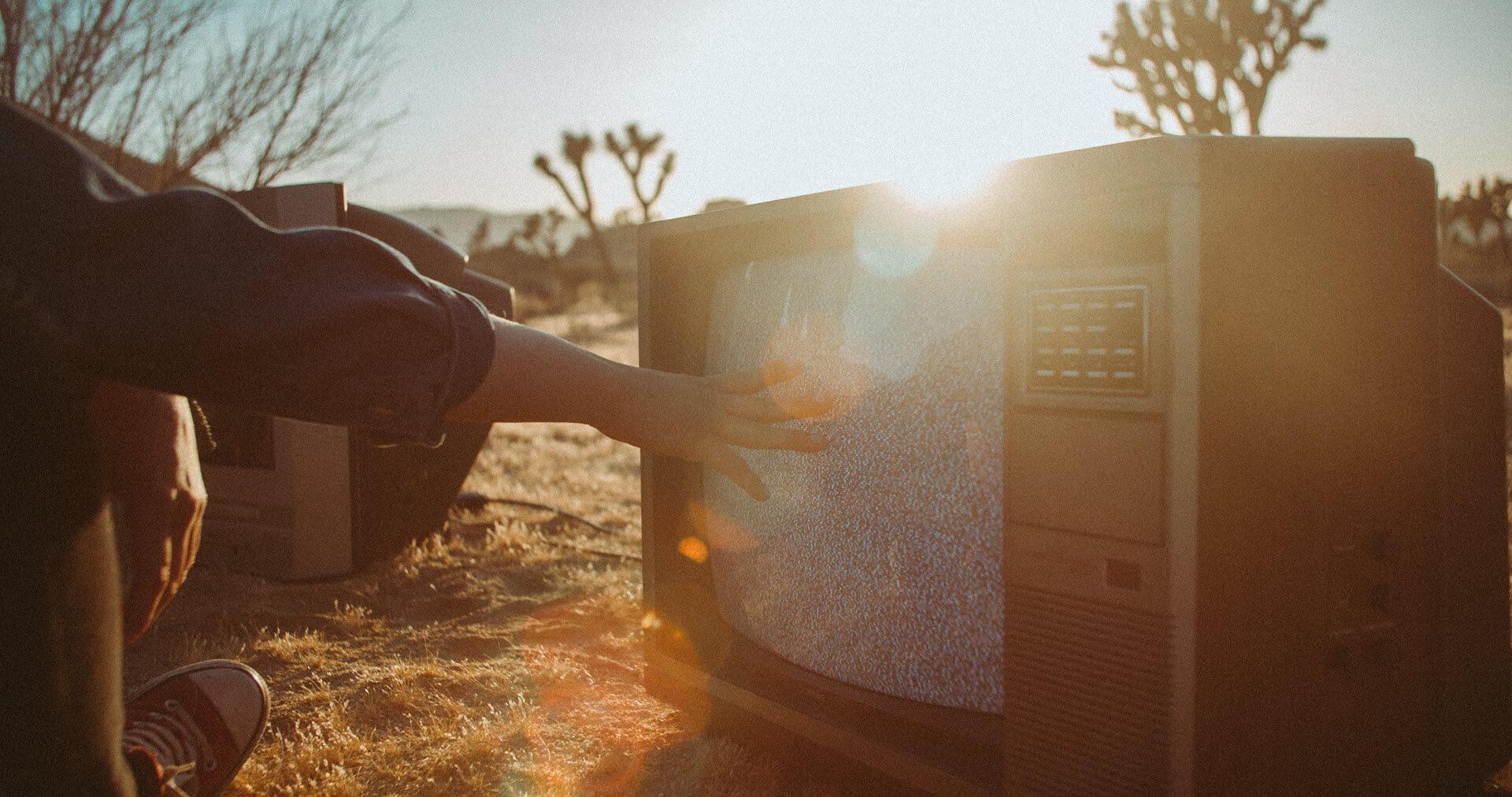 Le site de rencontre Hug Avenue se paye un spot TV osé